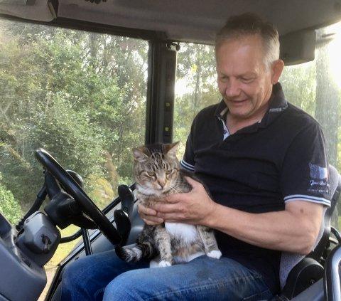 GJENFORENT: Ole Morten Nilsen hadde ikke trodd at han skulle få se katten sin igjen.