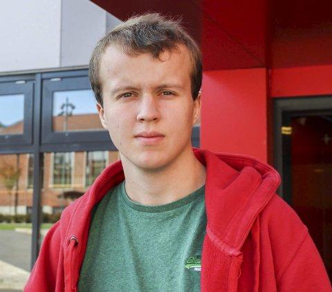 Henrik Haakaas (19) fra Trøgstad: Noe av det viktigste for at jeg skal flytte tilbake, er muligheter for arbeid og at fylket jobber for å beholde urskogen.