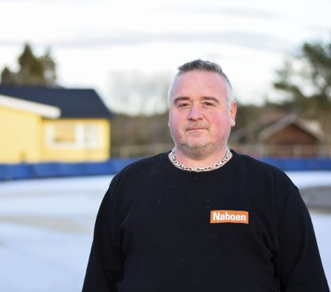 LIVSSTIL: Glenn-Øyvind Teig (45) fra Båstad, vier nesten all sin tid til banepreparering av Båstad kunstisbane om vinteren.