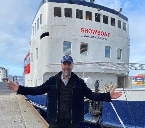 CRUISE: Geir Stormbringer kjem vonleg ikkje med storm, men han kjem til Sogn og Lærdal med eit spennande båtkonsept der MF Showboat skal gå i kulturelle firetimarscruise  frå juni av i helgene.