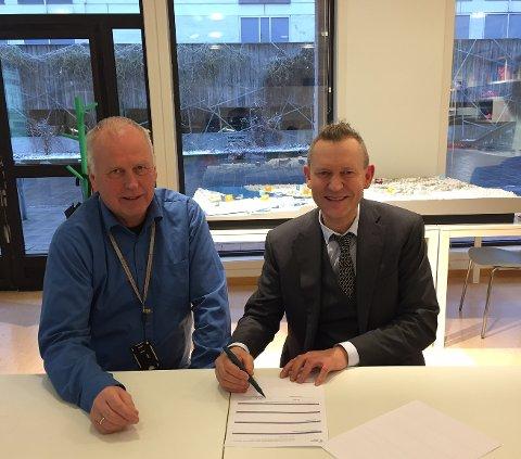 Prosjektleder Stein Kristiansen i Skien kommune (f.v) og professor i landskapsarkitektur Rainer Stange fra Dronninga landskap.