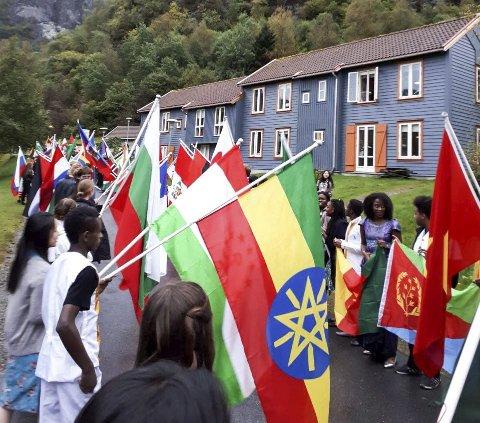Flaggborg: Man fikk virkelig se at det er mange ulike nasjonaliteter, da Dronning Sonja besøkte skolen.