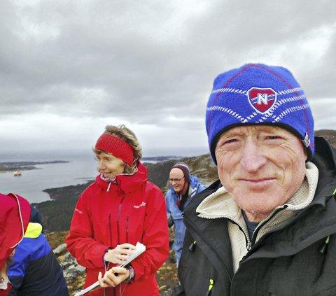 Hver dag: Steinar Brunsvik gikk til topps på Freikollen og Lågfjellet hver dag i 2018. Her sammen med Vibeke Halse og Johan C. Loennechen på Lågfjellet.