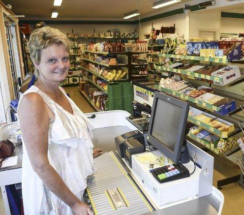 Kåret til Årets Nærbutikk: Ina Lohuis driver en av Sørlandets aller minste dagligvarebutikker, og hun er ikke med i noen butikkkjede. I 2018 ble denne butikken kåret til Årets nærbutikk i Agder. Arkivfoto