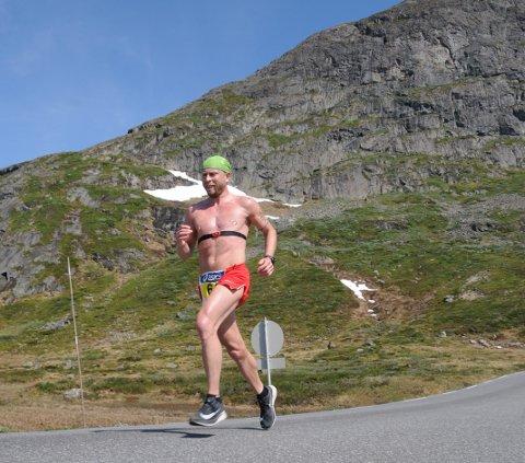 Vant: Torstein Bjerland ble totalvinner på helmaraton med tida 2.48,26. Her under Bitihorn, rett før krysset ved Bygdin.