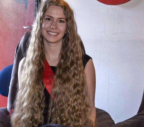 Stine Marie Nilsen (23) auksjonerer bort håret sitt til inntekt for kreftsaken.