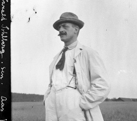 FANT INSPIRASJON I ÅS: Harald Sohlberg fotografert i Ås i 1912, 43 år gammel. Han malte bilder fra en rekke steder rundt Oslofjorden.Foto: Privat