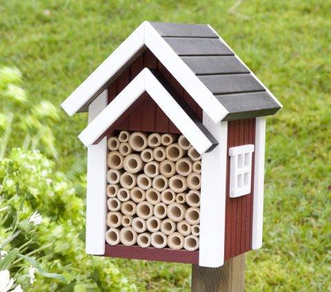 KJØPEHOTELL: Det finnes mange ulike insekthotell å få kjøpt i butikken og på nett.