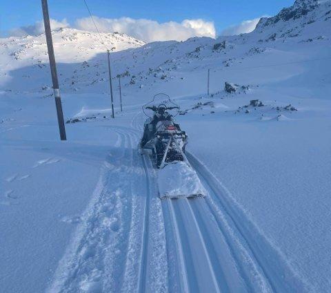 SPOR: Den nye snøscooteren til Nordkapp og omegn turlag skal få kjørt seg i påsken.