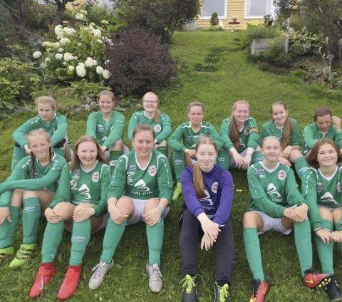 UTE: Hardhaus-jentene tapte onsdag i Norway Cup, men har hatt fine dager i Oslo i uka. Foto: Privat