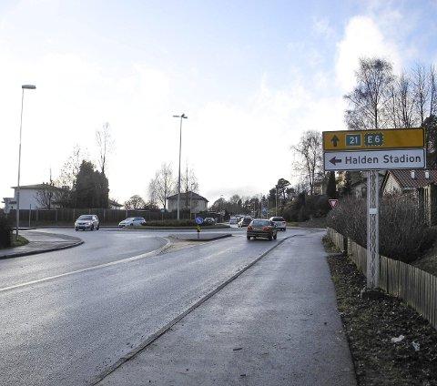 RØDSVEIEN: Mannen ble blant annet stoppet av politiet i Halden her i Rødsveien i desember i fjor.