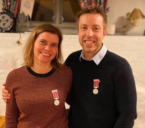HEDRET: Cindy Victoria Eriksen og Terje Wahlstrøm er begge tildelt Fredrikshalds Turnforenings fortjenstmedalje i sølv.