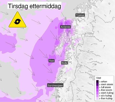 FULL STORM: Stormen vil treffe Troms og Nordland tidlig tirsdag ettermiddag. Illustrasjon: Meteorologisk institutt