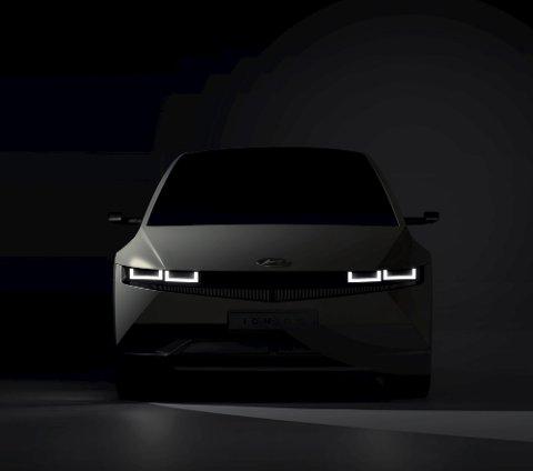 FØRSTE MODELL: Fortsatt nokså kamuflert, men dette er Ioniq 5 som blir første modell fra det helt nye elbil-merket.FOTO: HYUNDAI