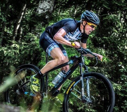 GJESTEVISITT: Carl Fredrik Hagen er tilbake på terrengsykkelen til morgendagens NM-ritt på Rjukan...