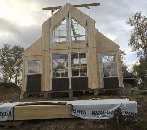 NYTT: Rana tuistforeninygger helt ny hytte på Kvistendalstunet.  Den skal stå ferdig høsten 2016. FOTO: Rana turistforening