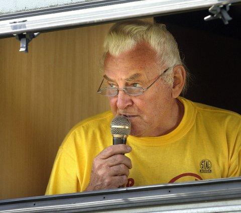 """Jostein Ulstad forbindes av mange som  """"stemmen i høyttaleren"""" både i Fageråsen og på Sagbakken. Nå er han Stålkameratenes ferskeste æresmedlem."""
