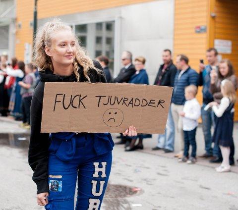 – Mange av plakatene ble laget kort tid før russetoget skulle gå, innrømmer togsjef Johannes Banggren.