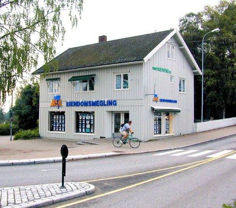 TILHOLDSSTED: Romerikes Blad ble startet på «Lilleborg». Bygningen på bildet er revet.