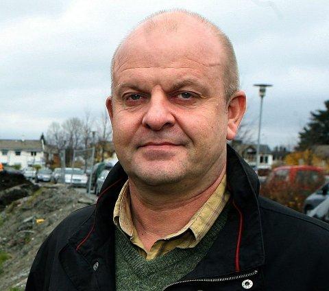 IKKE BEKYMRET: Kommunalteknisk sjef, Birger Marøy, sier det er helt greit å drikke vannet fra springen