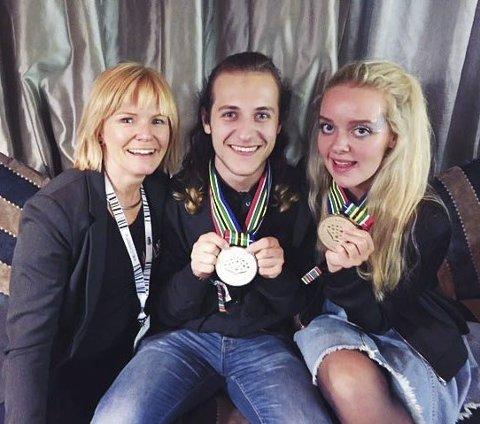 GULL: Ingrid Danbolt, Håkon Bjerke og Ida Charlotte Finstad var fornøyd med gullmedaljen.