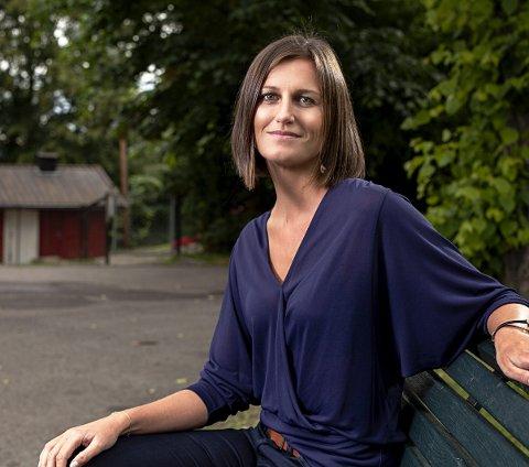 Kommer til Sande: Forfatteren Helga Flatland er bokaktuell med «En moderne familie». Foto: Niklas Lello
