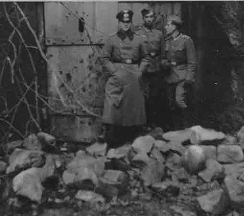 OVER: Tyskere poserer etter trefningene.