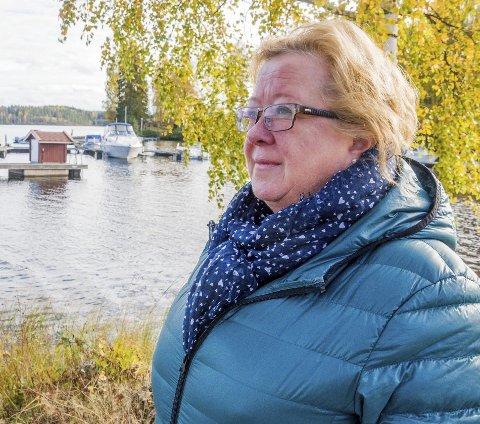 Bakterier i vannet: Hytteeier Britt Wang håper de nye vannprøvene friskmelder drikkevannet ved Østre Otteid vannverk. Foto: Arkivfoto