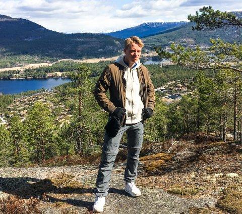 TRAPPET NED: Skader gjorde at Jonas Johansen måtte trappe ned fotballkarrieren. Nå er han tilbake for Flint i 4. divisjon.