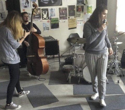 De unge, lovende jazzmusikerne øver før kveldens konkurranse.