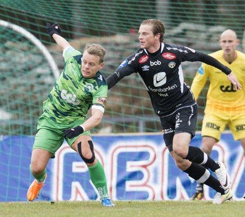 Tilbake: Petter Martinsen (t.v.), her med Sogndals Lars Christian Kjemhus, er tilbake i grønn drakt i dag. Se kampen på BA.no.Arkivfoto: Skjalg Ekeland