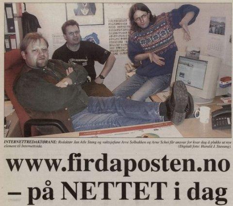 PÅ NETT: Redaktør Jan Atle Stang, og vktsjefane Arve Solbakken og Arne Schei på dagen då Firdaposten.no blei lansert.