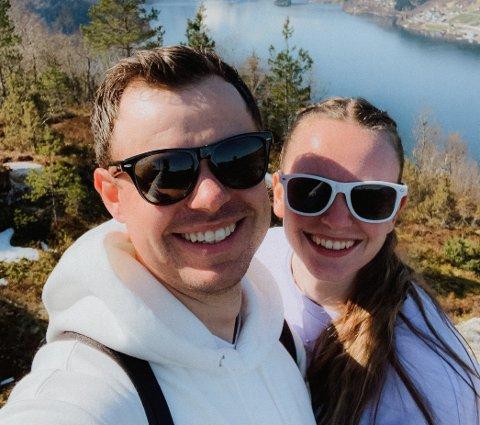 PINSEVÊRET: Det blir sol, byer, litt vind og torevêr i Pinsa. Raymond Eidsheim og Linea Marie Ytredal nytta første dag i langhelga på tur.