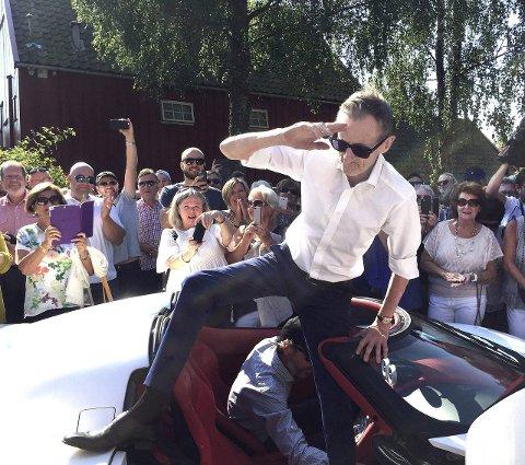 Bejublet: Pushwagner ankom Soli Brug som en rockestjerne 23. august i år. Foto: Helge Ness