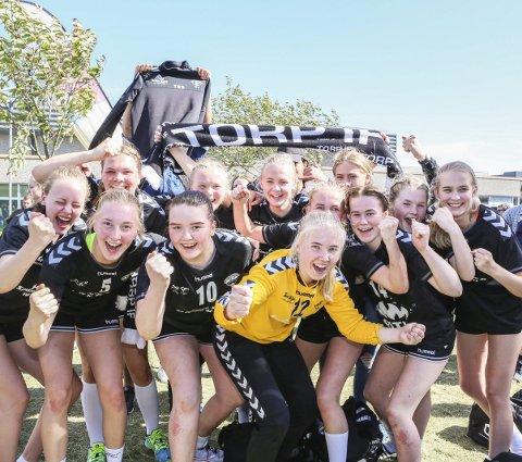 JUBLER: Jentene fra Torp kunne juble høyest etter at de vant A-finalen. Foto: Harry Johansson