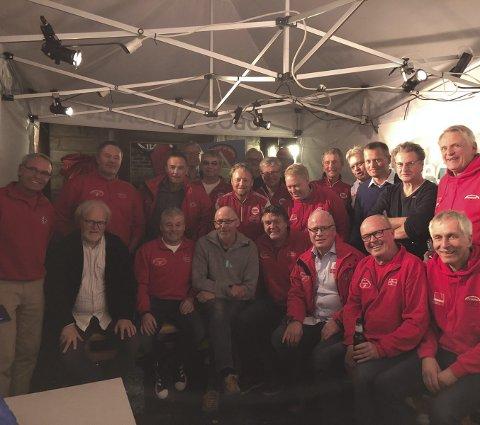LOSJEN: Viggo Sandvik og Roger Ruud (til venstre med Cato Heiberg i midten) var årets æresgjester. Hvert år har klubben et mål om å invitere gode hopp-personligheter.