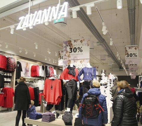 Fullt: Mange var nysgjerrige på hvordan butikken var blitt, og benyttet seg av åpningstilbudene.
