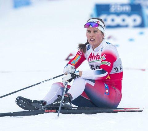 Gikk overende: Tiril Udnes Weng var tydelig irritert etter at hun falt like før innspurten på stafetten på Lillehammer søndag. FOTO: TERJE PEDERSEN (SCANPIX)