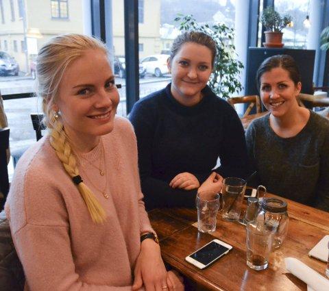 Skaper utrygghet: Elise Bjerkman, Marianne Andersen og Caroline Olsen mener det må være politi i Halden døgnet rundt.