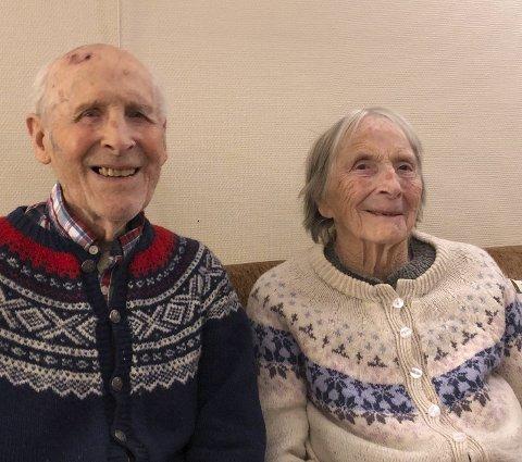 JUBILANTER: Arne og Ragnhild Flugstad kunne onsdag feire jernbryllup etter å ha vært gift i 70 år. Samme dag fylte også Ragnhild 94 år. Hamar Dagblad stiller seg i rekken av gratulanter.