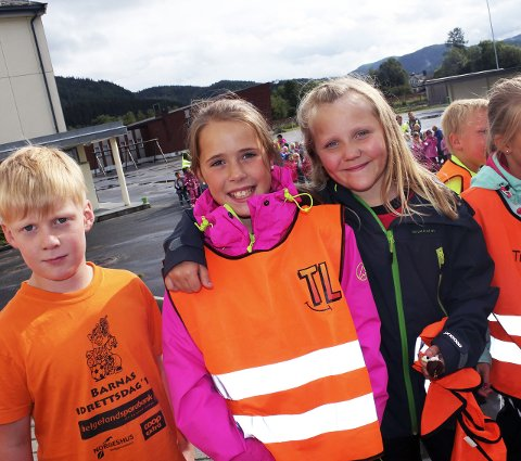 Mot mobbing: Kristoffer Sparby, og Helene Grønvik og Aurora Amanda Johnsen vil være venner.Foto: stine Skipnes