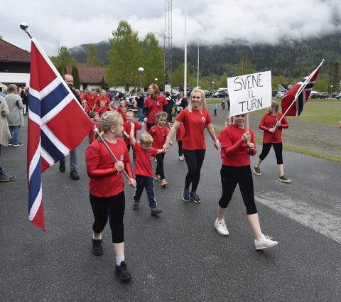 FOR FØRSTE GANG: Svene ILs turngruppe debuterte i Numedalsstevnet i turn.