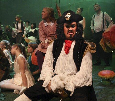KAPTEIN KROK: Kaptein Krok, spilt av Lars Peter Østrem.