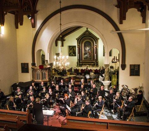STOR BEGIVENHET: Nanset blåseensemble holder sin siste jubileumskonsert for året i Larvik kirke lørdag kveld.