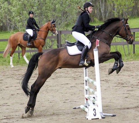 NY KLUBB: Hemnes har fått en ny rideklubb. Nå konkurrerer lokale ryttere i Okstindan hestesportsklubb.