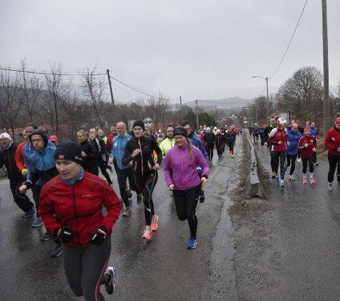 Her går starten på årets første etappetrening på Vik. Over 200 deltok.