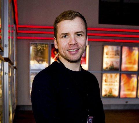 Forventningsfull: Senterleder Terje Gangås ved Lillestrøm kino. foto: Tom Gustavsen