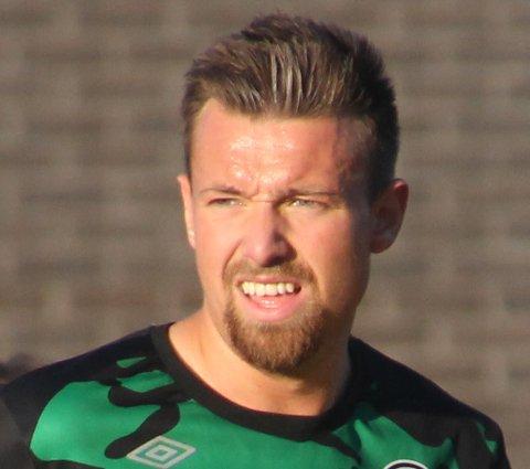 BØTTER INN: Ole-Christian Moltzau spilte for Martin Wiker i Skjetten i fjor. Nå er spissen i Skedsmo og Wiker hovedtrener i Fu/Vo. Klubbene kjemper om opprykk fra 4. divisjon.