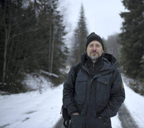 Konsertantrekk: Komponist Knut Olaf Sunde (42) håper mange tar turen ut i novembernatta i helgen, men han oppfordrer alle til å kle seg svært godt i og med at dette er en maratonkonsert utendørs. – Du bør kle deg litt bedre enn en vanlig vinterdag. Det blir en del stilleståing, sier han. Begge foto: Henrik Beck.
