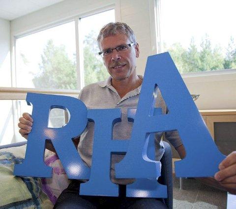 FLYTTER: I år flytter RHA ut av sine lokaler i Åsveien i Hurum. Men hvor bør lokalavisa flytte?, spør redaktør Svein Ove Isaksen.